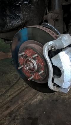 Статьи: Замена передних тормозных дисков на Toyota RAV 4